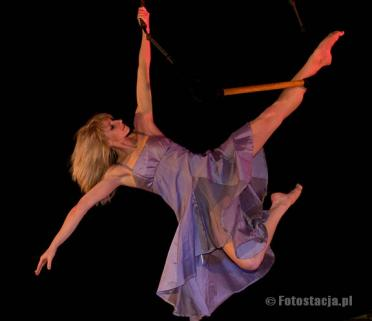 Dance in the sky on trapeze and circle